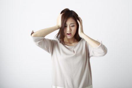 アトピーと頭皮のかゆみで悩み女性