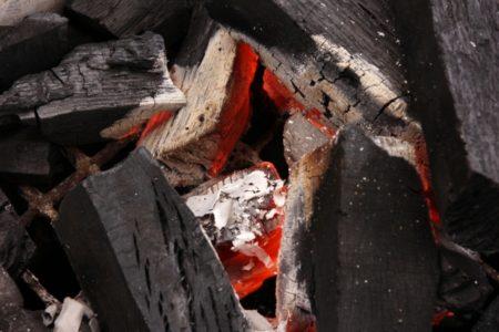焼かれた炭