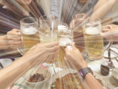 みんなでビールの飲み比べ